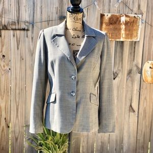TAHARI 2 Button Blazer in Gray size 6